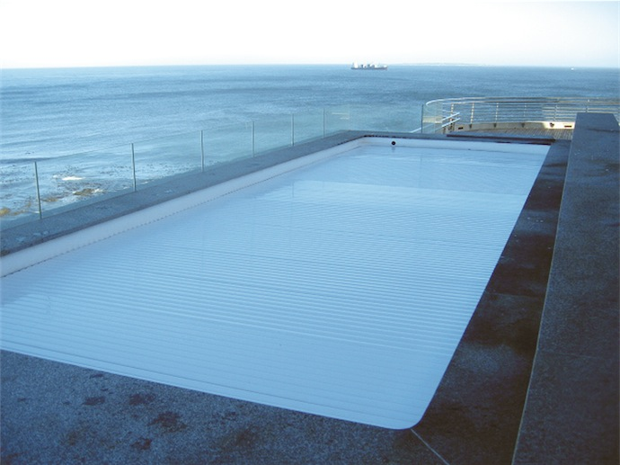 Blue pool cover - Trend-Setting Swimming Pool Covers