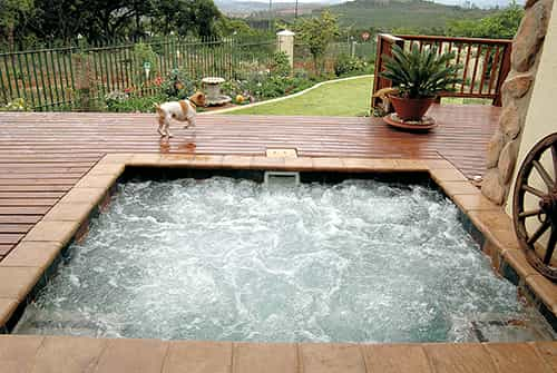 Featurespa 02 S - Soak Your Cares Away in a Hot Water Spa