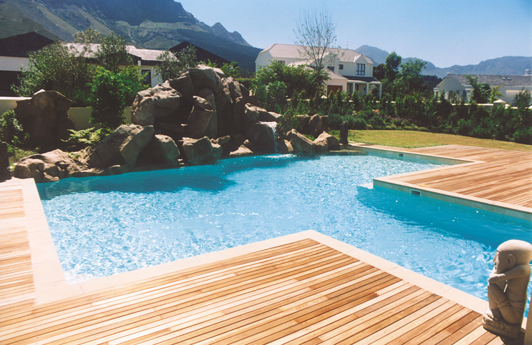 Timber-deck-pool-surround
