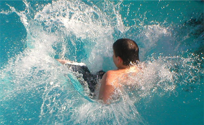Splashing in pool